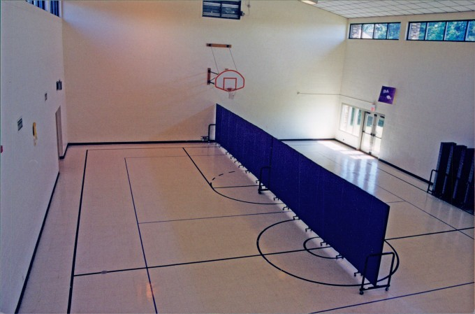 Room divider in a gym