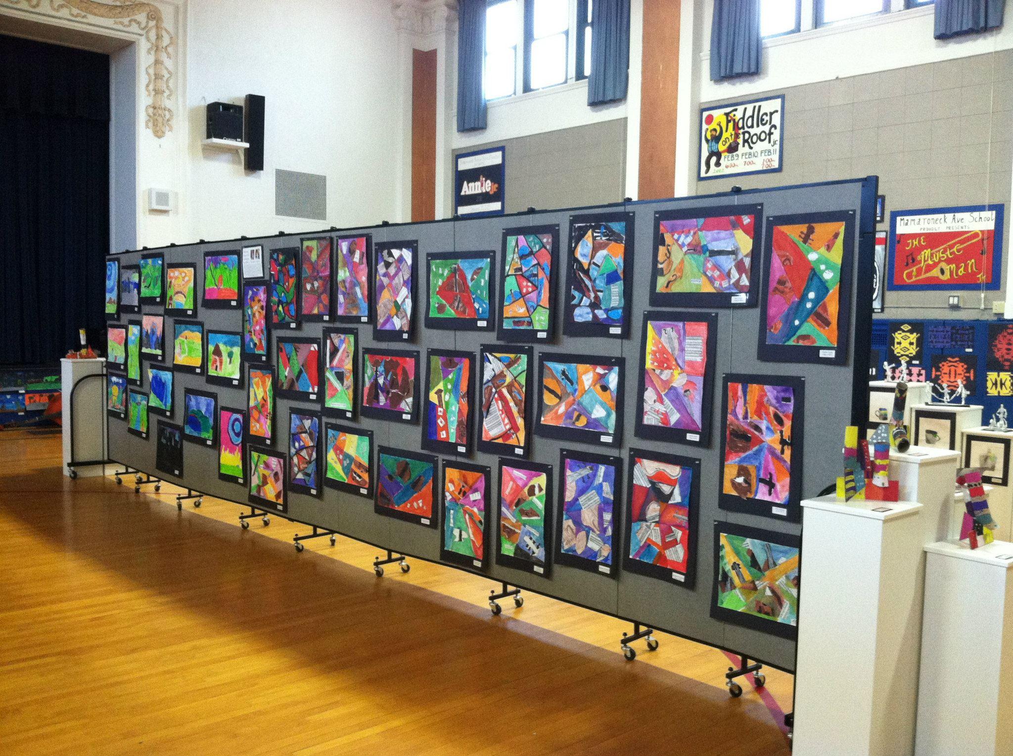 Creative ways to display student artwork screenflex for Creative ways to display artwork