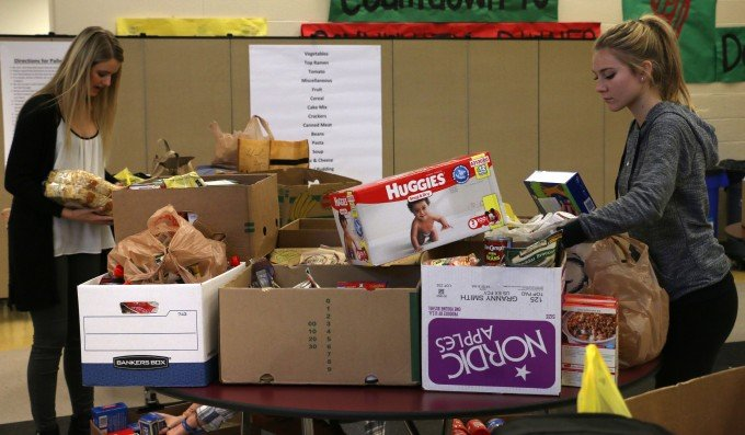 Sumner High School Organizes Food Bank