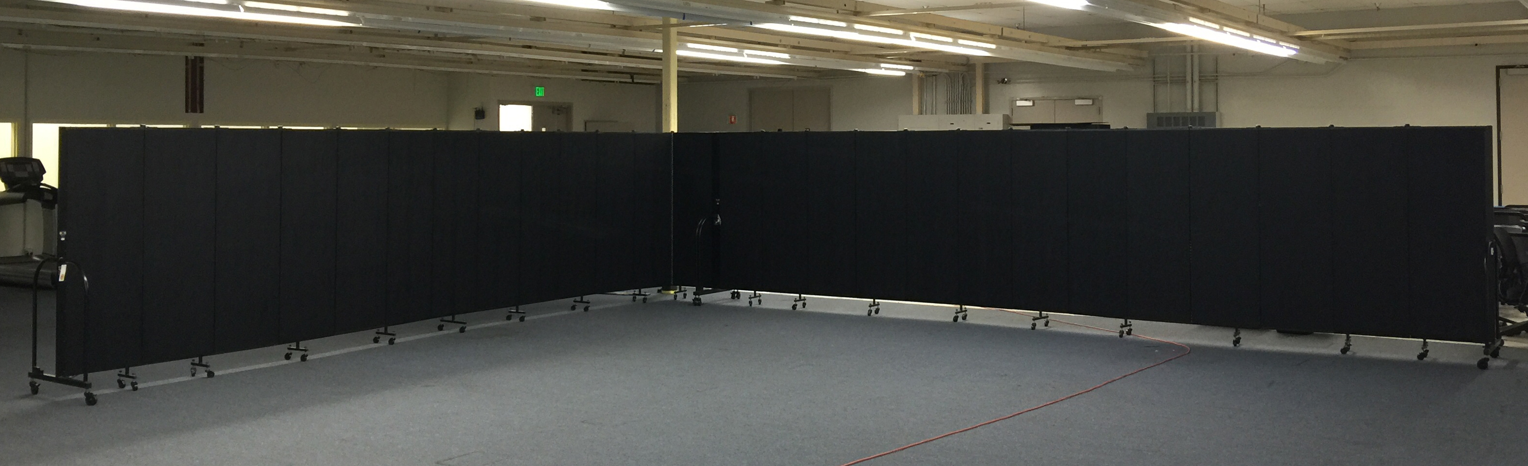 Rolling room divider partitions