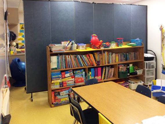 Divide space in the classroom with a room divider