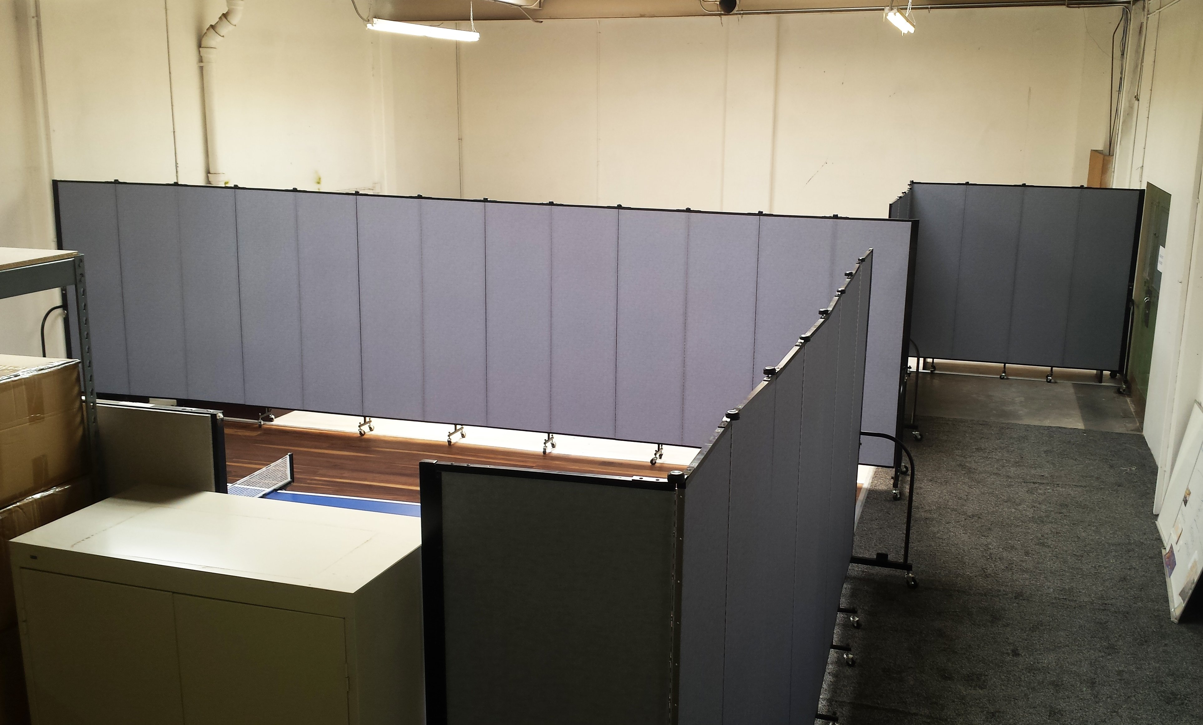 Movable office partitions that absorb sound