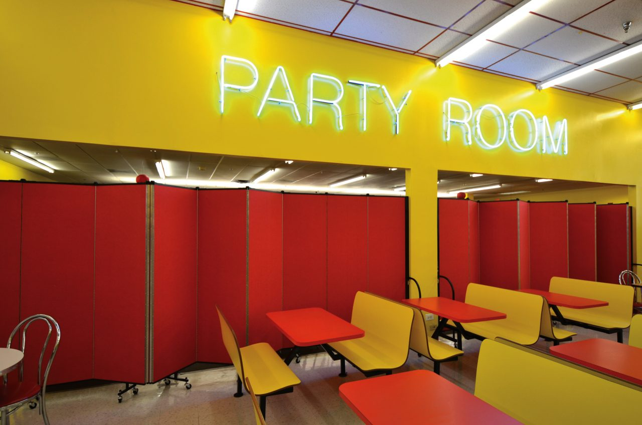 Amusement-party-room