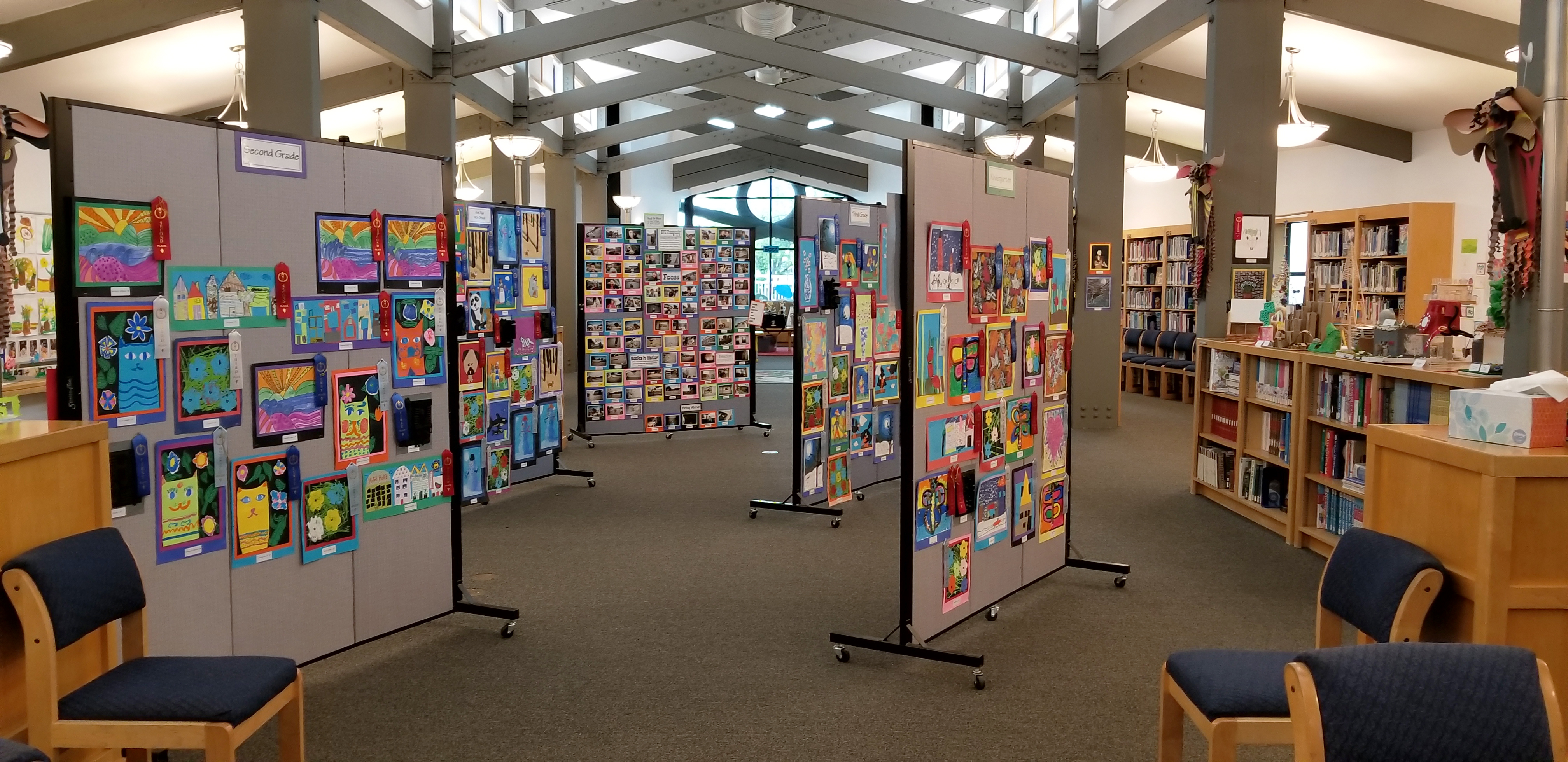 Simple to create art showcase with Screenflex art display systems